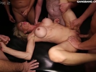 Fitness MILF knows how to fuck...