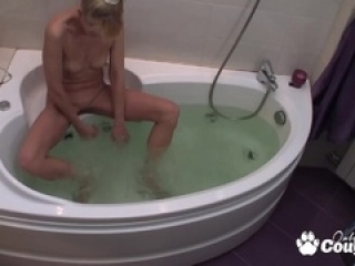 Blonde milf gets spy by peepin...
